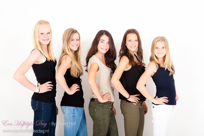 vriendinnenfotoshoot diana en haar vriendinnen in de fotostudio
